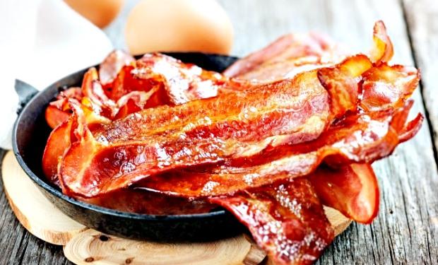 Como fazer bacon no microondas